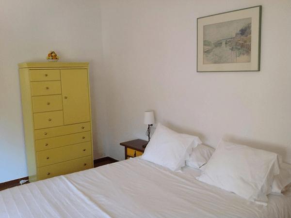 Mas-dels-Frares-chambre-jaune